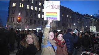 Bécsi botrány: leszbikus csók csattant a kávézóban