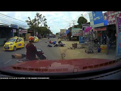 Tai nạn xe máy kinh hoàng tại ngã ba Thái Lan