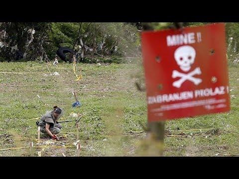 Record Bosnian floods raises danger of moving mines
