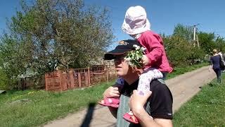 VLOG: Поездка 1 мая в гости к сватам на шашлык .Экскурсия по даче. Внучка и майский жук.
