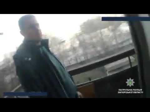 Репортер UA: В Запорожье патрульные остановили мужчину, который хотел покончить с собой. Видео