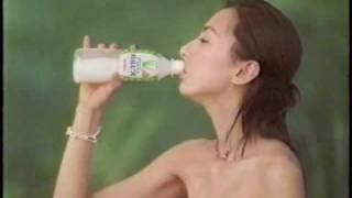 2000年梅宮万紗子出演のアロエカルピスのCM。