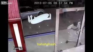phá cửa kính cường lực