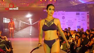 Very Hot Dickraising Desi Model Showing Full Ass In Ramp Walk