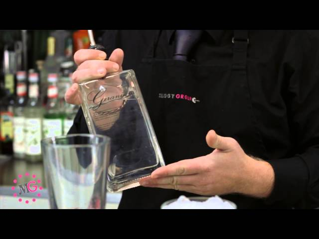 Mixology School - How to make a Clover Club