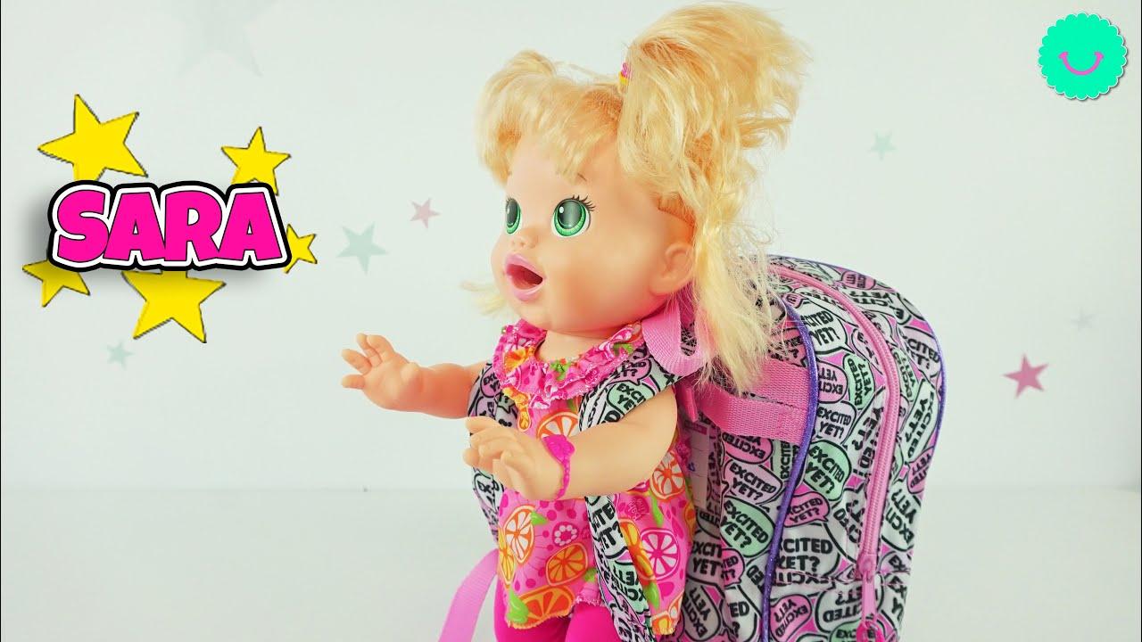 La muñeca Sara en su rutina para ir a la escuela y más aventuras divertidas!