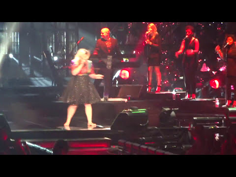 Kelly Clarkson: Viejas Arena in San Diego, California on August 16, 2015
