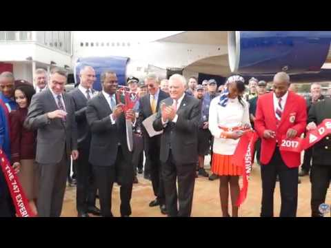 Mayor Kasim Reed and Governor Nathan Deal Cut the Ribbon at Delta's New 747 Experience