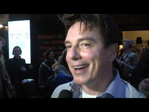 Premiere: John Barrowman, Kate Garraway, Martin Kemp | Chicago (The Fan Carpet)