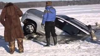 Toyota Land Cruiser 200 в Волге / Car sinks in a water