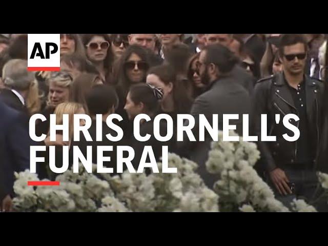 Лидер Linkin Park Честер Беннингтон совершил самоубийство