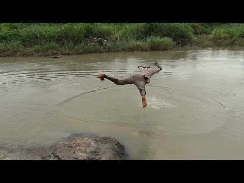 Nager dans la rivière Kara (Togo) - Kara River - Río Kara