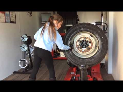 "Little Girl Changes 19.5"" Tire On Hunter TCX625HD"