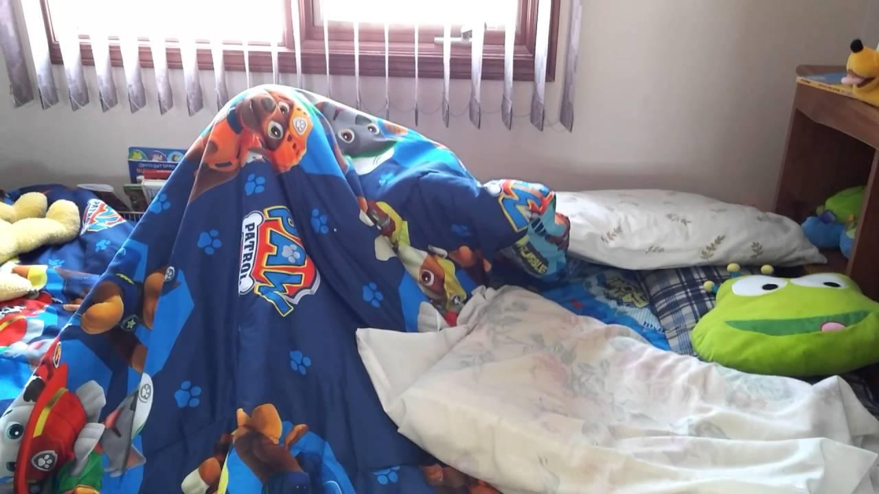 Paw Patrol Slaapkamer : Hiding under paw patrol blanket youtube