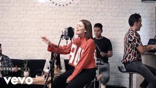 Download Un corazón - Un Corazón feat. Living - Jesucristo Basta (Versión acústica) ft. Living Mp3 and Videos