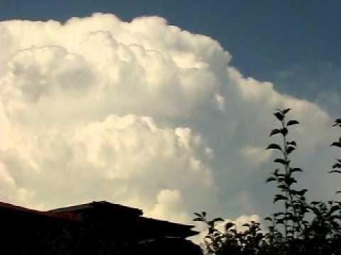 Large cumulonimbus calvus cloud on August 11, 2010..avi ...