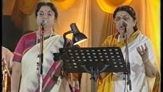 Lata & Usha Mangeshkar - Aplam Chaplam (Live Performance)