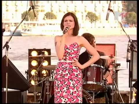 Sophie Ellis-Bextor - Live at Europa Plus Beach Party (St ...: https://www.youtube.com/watch?v=IEphgOEorVs
