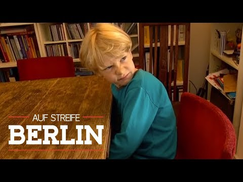 Wieso macht der Junge (9) immer noch ins Bett?   Auf Streife - Berlin   SAT.1 TV