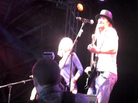 kellie pickler and kid rock uso tour in raf lakenheath