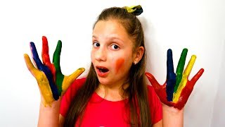 Irochka painted her hands and learn colors