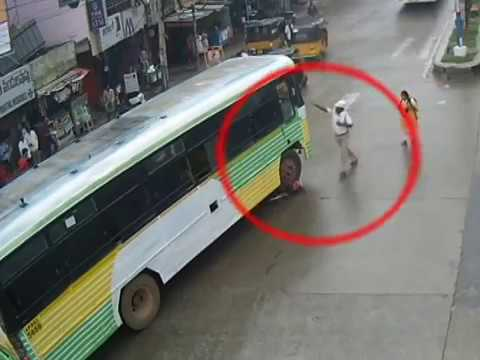 Great Escape   Immediate Response by Police   Bus Vs Cyclist Accident   Tirupati Traffic Police
