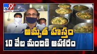 Amrutha Hastham andamp; IRCTC distributes food for needy in Vijayawada
