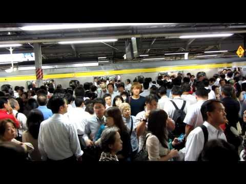 japan-trip---tokyo-metro---queues-in-metro-lol