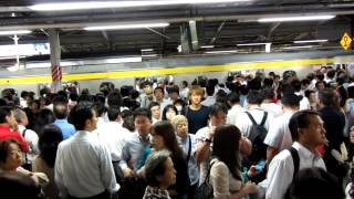 Japan trip - Tokyo metro - Queues in metro LOL