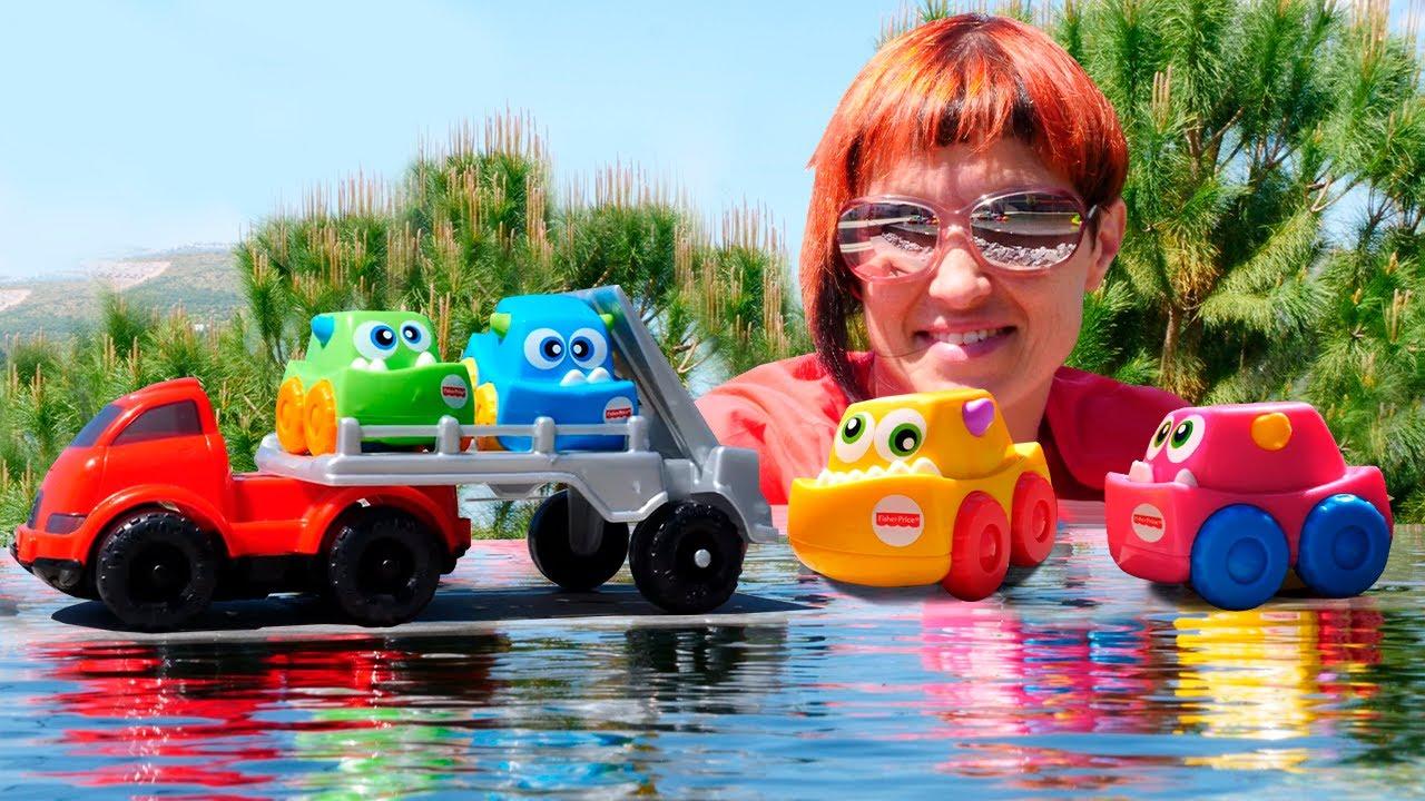 Машинки и сюрпризы в бассейне. Видео с Машей Капуки Кануки. Игры для детей в машинки