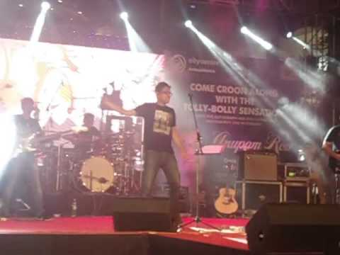 Rocking stage entry of Anupam Roy | Live at City Centre [18.09.2016]