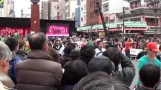 いとうあさこ ちゃん 雷門 の前 東京マラソン 2012年です。by picua.