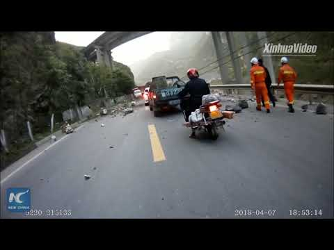 Dramatic footage: Rocks falling from mountain in SW China
