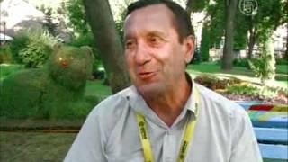 В Киеве выставили скульптуры из травы(, 2012-08-09T08:54:32.000Z)