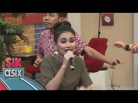 Ayu Ting Ting feat Ressa Lawangsewu