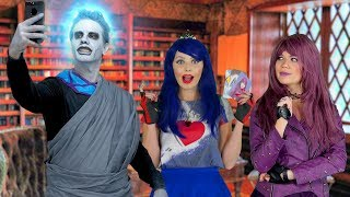 EVIE SAVES MAL FROM HADES. DESCENDANTS 3 PARODY. (Totally TV)