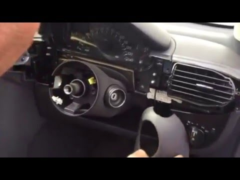 Removing the steering column of a Mercedes A class