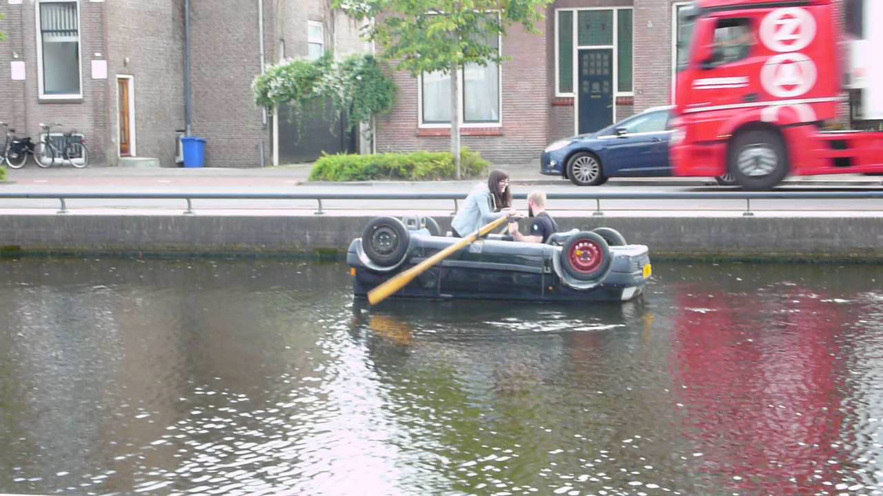car floating upside down in the canal in assen youtube. Black Bedroom Furniture Sets. Home Design Ideas
