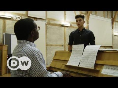 Musical builds bridges between refugees and German teens | DW English