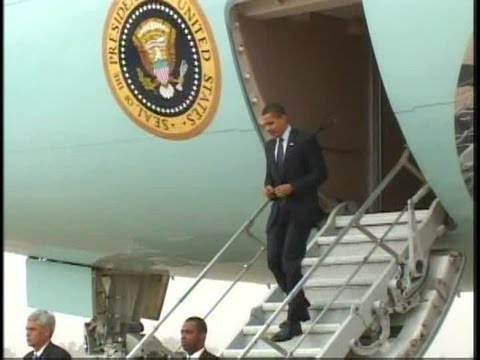 President Obama Arriving on Air Force One in Iraq. (2009) Part 2/2 | AiirSource