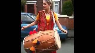 Punjabi Girl with Dhol desti bhangra.flv