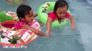 Balita Senang Belajar Berenang di Kolam Renang - Fun Kids Learn Swimming Underwater in Swimming Pool