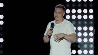 Felix Lobrecht: Inklusiver Humor – Von Rollstuhlfahrern bis Bayern