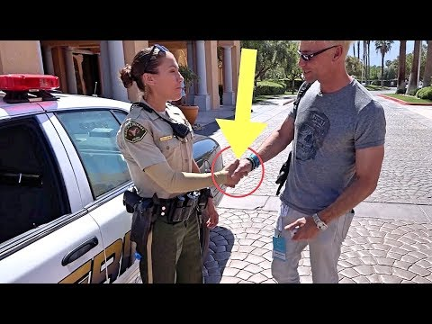 FEMALE POLICE OFFICER FOOLED BY MAGICIAN!!! (BEST COP TRICKS)