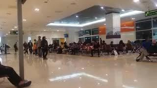 Gambar cover Ruang tunggu terminal bis TBS seperti ruang tunggu bandara!