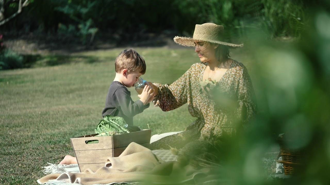 Australian Organic X Elle Halliwell - picnic