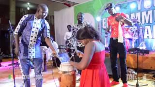 La Chanteuse Yacine De Prince Arts En Mode Percussionniste