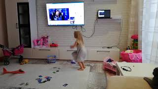 Танцуй под Бузову. Дочка увидел клип сразу в него влюбилась. Любит танцевать