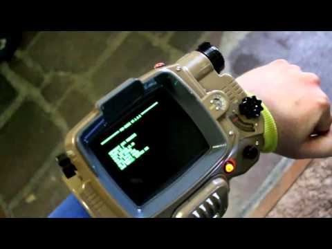 Pip-Boy Collector's & Pip-Boy App In (Blurry) Action!
