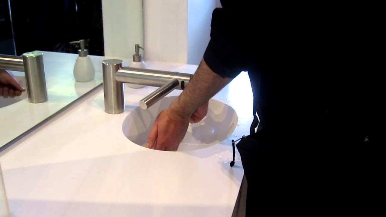Les Numériques : Sèche-mains Dyson Airblade Tap, démonstration - YouTube